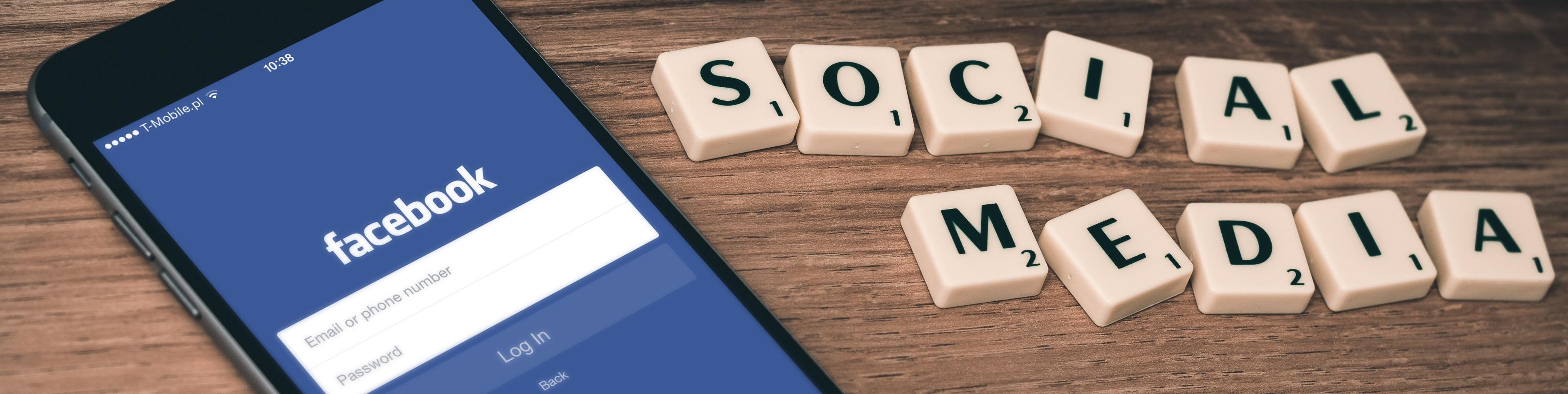 réseaux sociaux smartphone